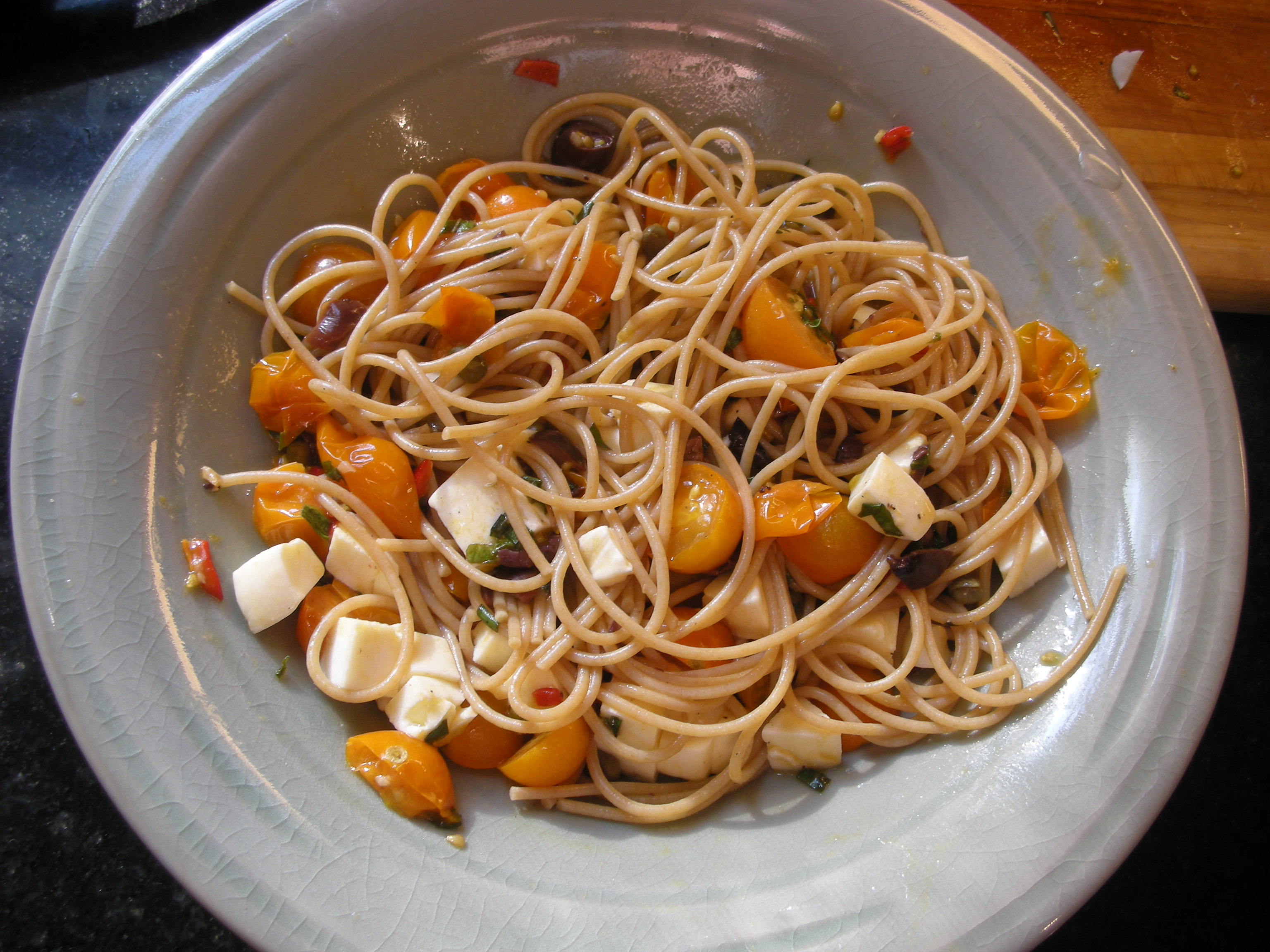 Spaghetti with Spicy Cherry Tomato Mozzarella and Basil - CookingCoOp.com